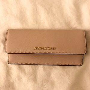 Michael Kors Jet Set Travel Soft Pink Wallet